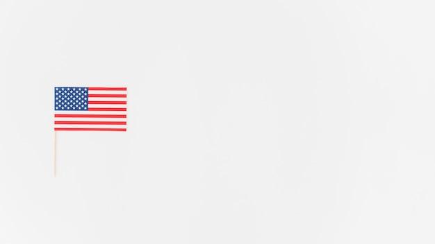 Маленький бумажный американский флаг