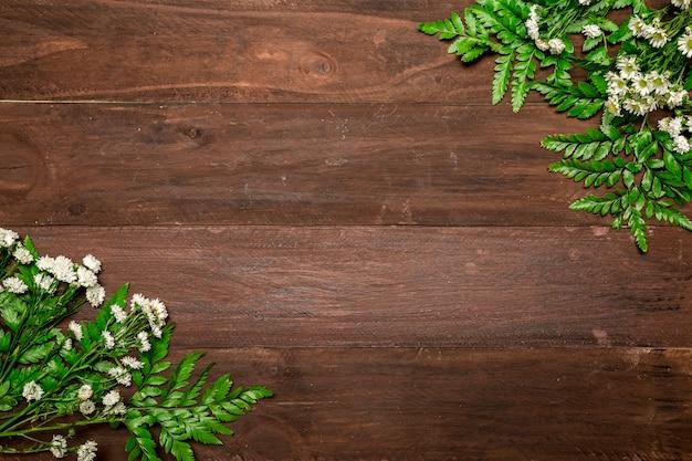 木製のテーブルに鎮静の束