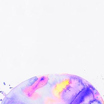 Яркий абстрактный акриловый полукруг на белом фоне
