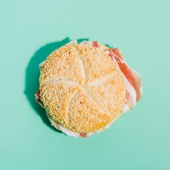 ハムとパンのサンドイッチ
