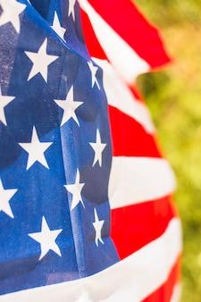 屋外でアメリカ合衆国の国旗