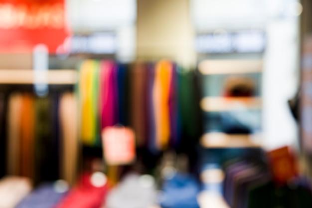 Магазин одежды с размытым эффектом