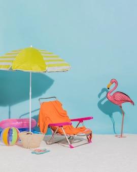青色の背景色のビーチの装飾