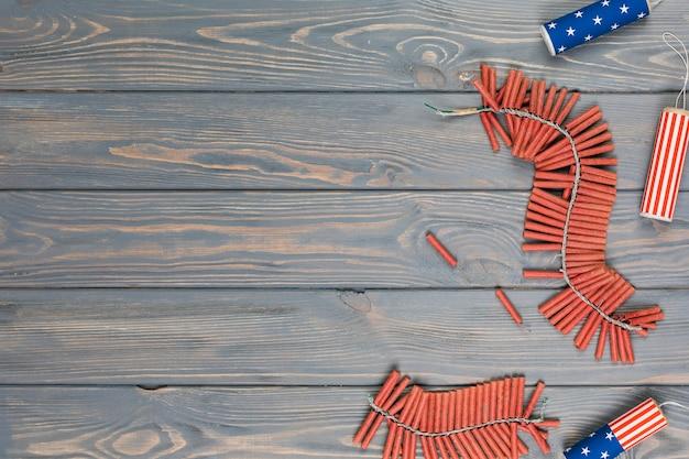 Пучки фейерверков на столе