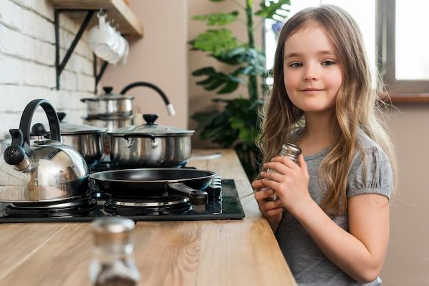 台所で女の子