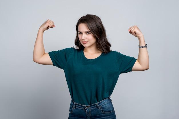 Сильная девушка