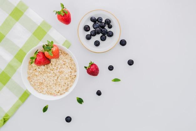 Здоровый завтрак с фруктами