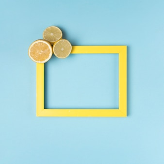 カットレモンと黄色の枠