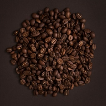 Вид сверху кофейные зерна