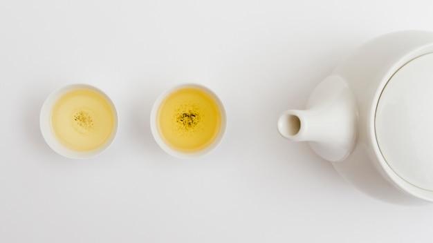 Вид сверху чашка с чайником
