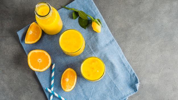 おいしいオレンジスムージーの静物