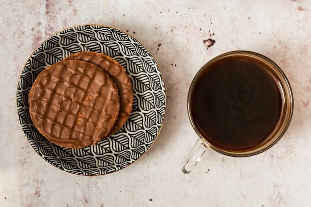 チョコレートのパンケーキとブラックコーヒー