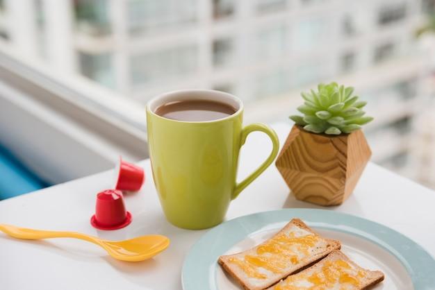 Чашка с завтраком