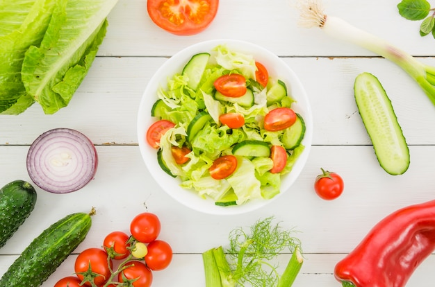 サラダに含まれる健康的な食材
