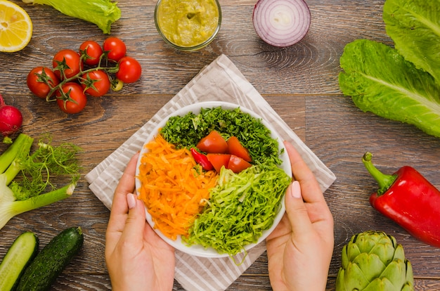 Вкусный и полезный салат из салата