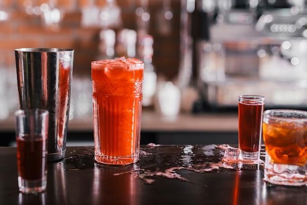 Разные закуски в баре