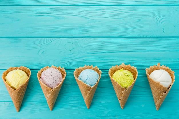 色とりどりのアイスクリームスクープ