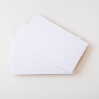 空白の名刺のスタック
