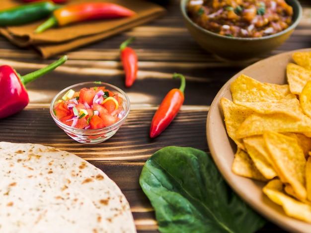 伝統的なメキシコの軽食のセット