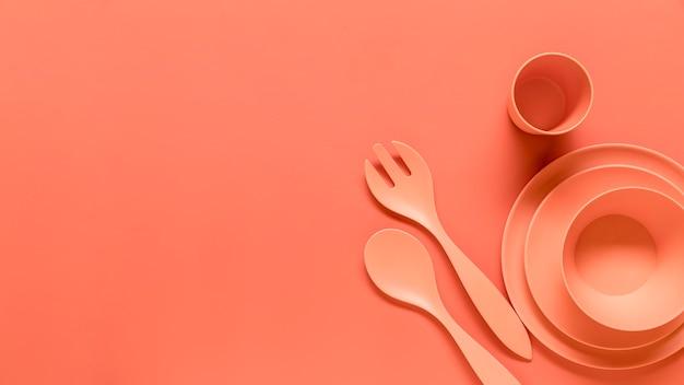 オレンジ色のプラスチック製の耐久食器セット