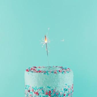 おいしいバースデーケーキのある静物