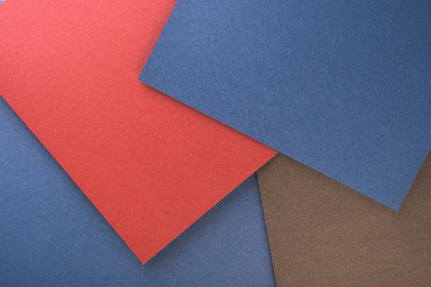 Вид сверху разных листов бумаги