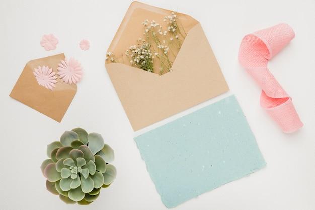 美しい結婚式の招待状カードのテンプレート
