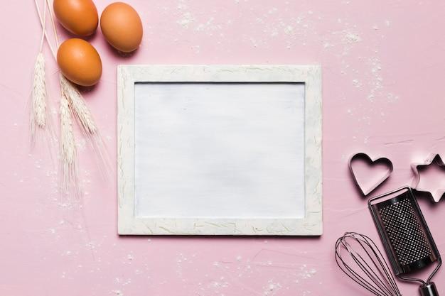 Плоская композиция для выпечки с рамкой