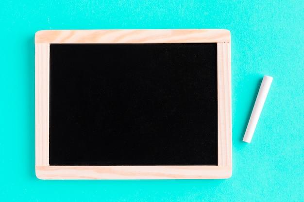 色付きの表面にチョークで黒板
