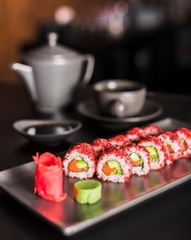 Суши блюдо в азиатском ресторане