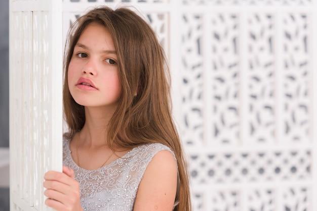 Портрет красивой маленькой девочки