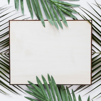 フラットの葉を持つ紙カードテンプレートのレイアウト