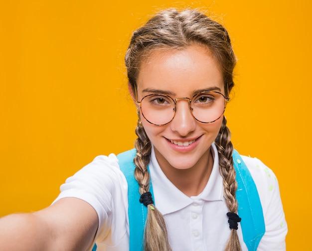 Селфи портрет школьницы