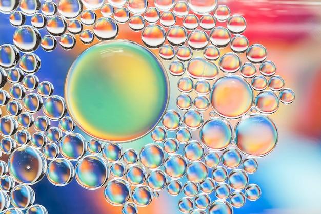 抽象的な色とりどりの泡の質感