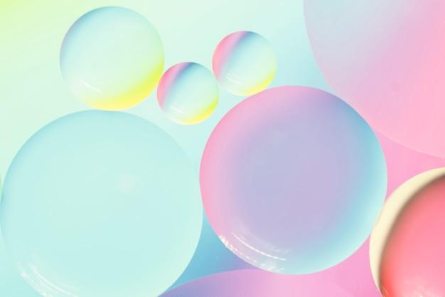 泡とカラフルな抽象的な背景