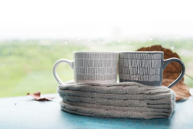 暖かいスカーフのマグカップ