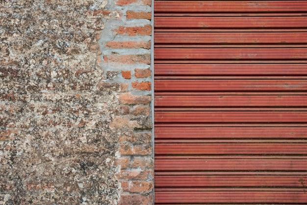 砂利壁とローリングシャッターの背景の組み合わせ