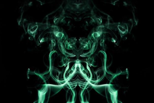 黒の背景に緑の波状の煙
