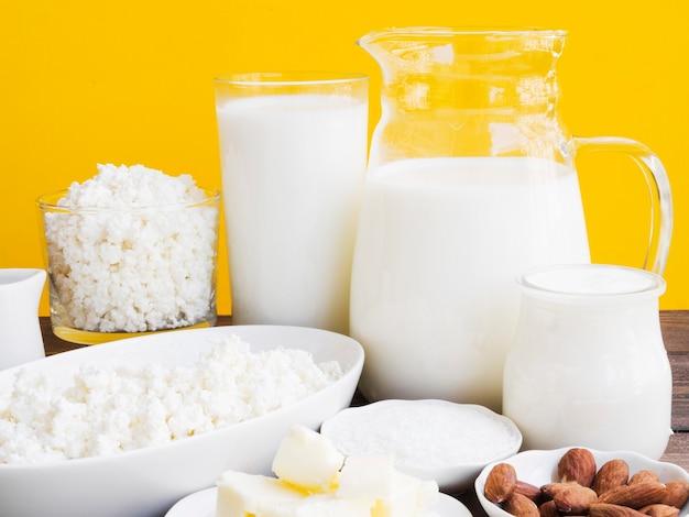 牛乳、カッテージチーズ、乳製品