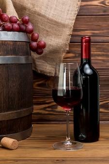 ボトルとグラスワイン
