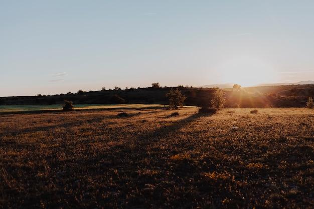 晴れた日の夕日の風景