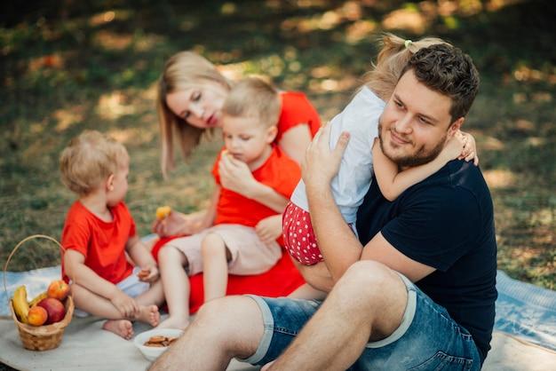 公園での家族の活動