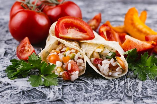 野菜とメキシコのブリトー