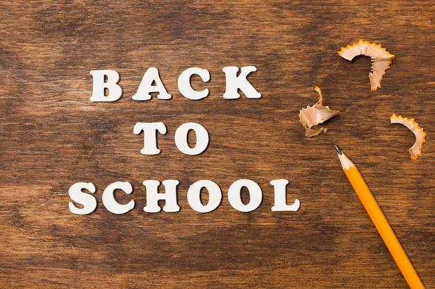 フラットは鉛筆で学校に戻る