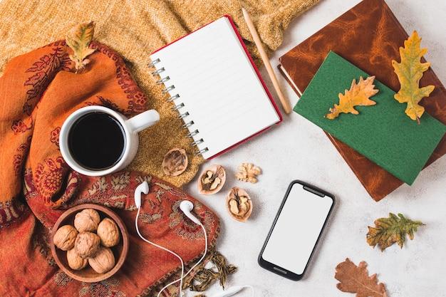 美しいフラットレイ秋アレンジメント