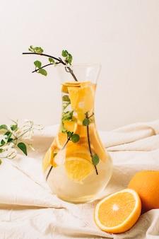 デカンタのオレンジジュース