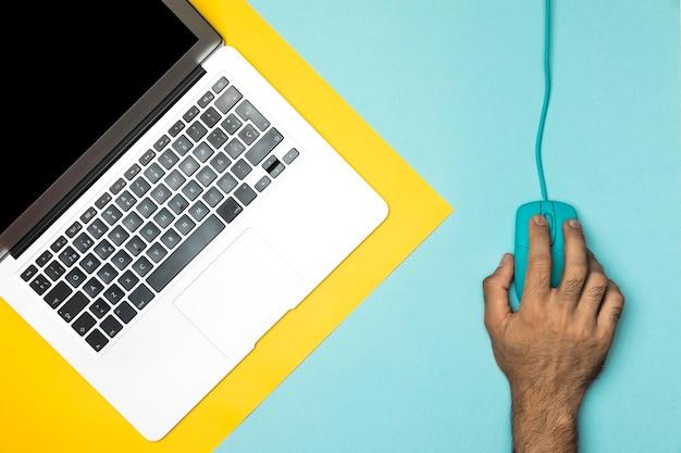 ノートパソコンとトップビューデスクコンセプト