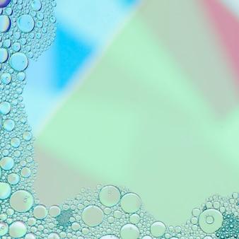 抽象的な青い泡を持つフレーム