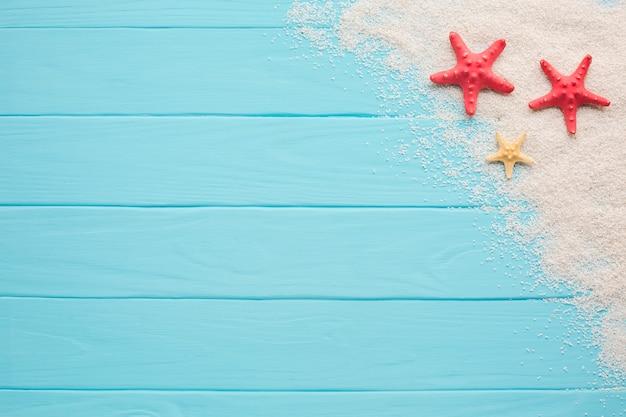 Плоский лежал пляж концепции с копией пространства