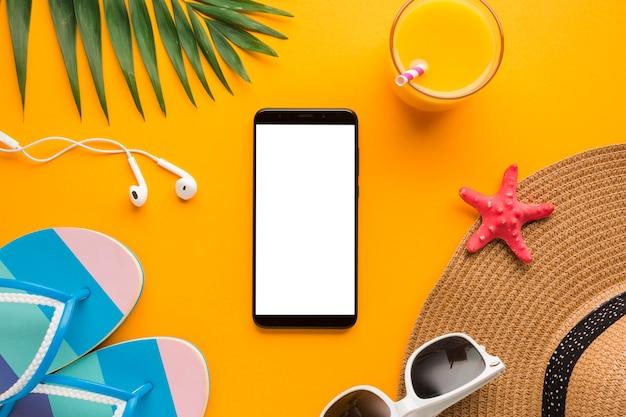 フラットのレイアウトのスマートフォン、休暇の概念